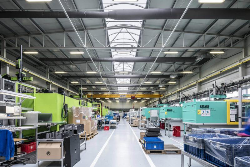 Jsme vybavení jak strojově, tak příslušenstvím pro zpracování vysoce teplotně odolných plastů